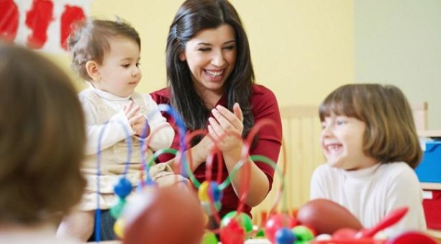 Ajak anak bermain dengan teman untuk meningkatkan empati. Source: http://cdn0-a.production.liputan6.static6.com/medias/651877/big/Anak+Narsis.jpg