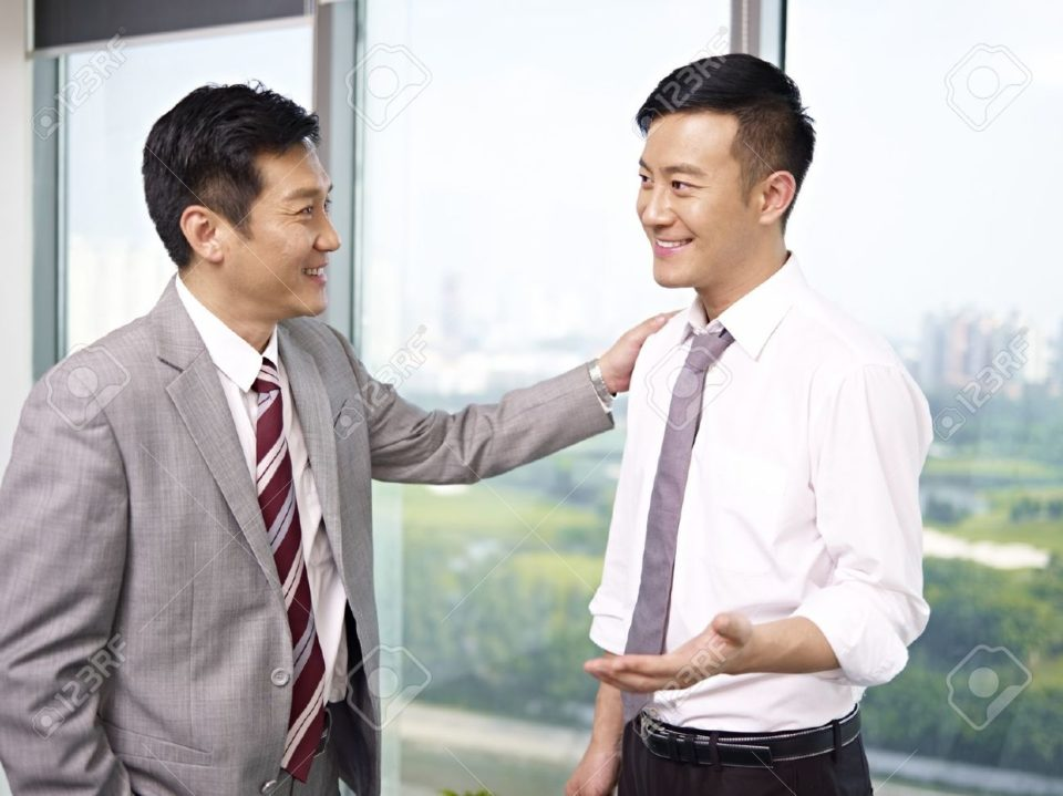 18117874-asian-businessman-standing-and-talking-in-office--Stock-Photo-boss-asian