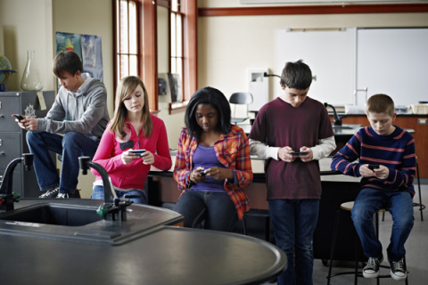 Group of students on smart phones in classroom. Source: https://timenerdworld.files.wordpress.com/2012/03/kidssmartphones.jpg?w=480&h=320&crop=1