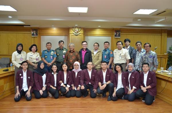 Bersama Prof BSA di Balitbang Kementerian Pertahanan, membimbing magang riset